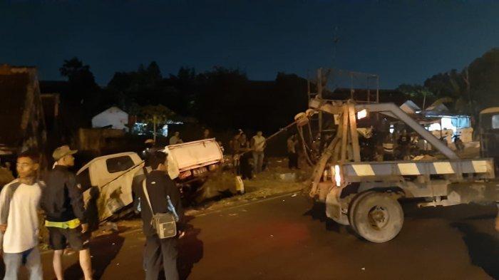 Kecelakaan Tunggal Mobil Pikap Nyungsep di Manahan Solo, Jalan Sempat Ditutup