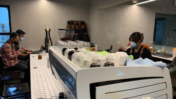Berkonsep Industrial Modern, Kedai Anak Panah Kopi Jadi Tempat Nongkrong Baru di Solo
