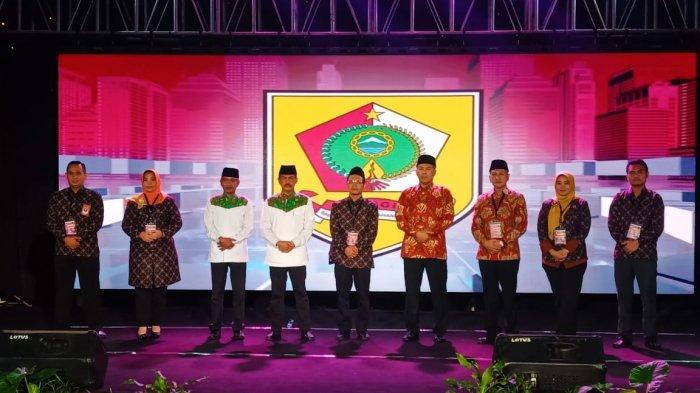 Potret Hartanto dan Jekek Pakai Baju Bermotif Batik saat Debat Pilkada Wonogiri 2020, Ini Maknanya