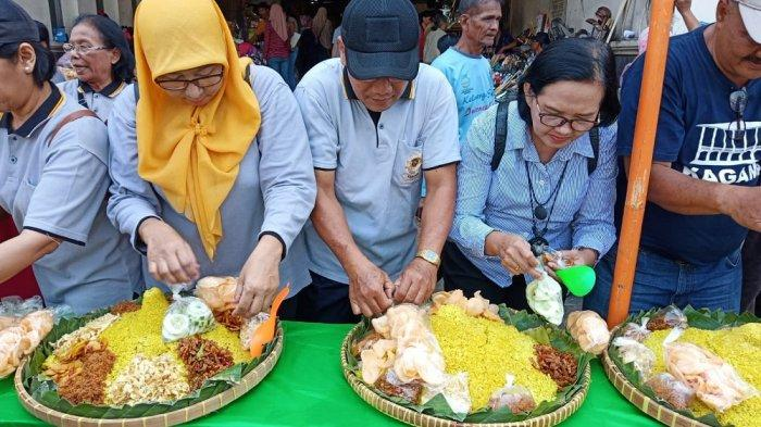 Dalam Tujuh Menit, Tumpeng Syukuran Jelang Pelantikan Presiden Joko Widodo Ludes