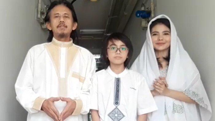 Potret Keluarga Asli Kang Mus Preman Pensiun, Istri Epy Kusnandar 18 Tahun Lebih Muda