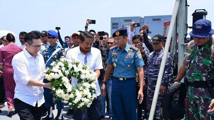 Setahun Pasca-Jatuhnya Lion Air JT-610, Keluarga Korban Tabur Bunga di Perairan Tanjung Karawang