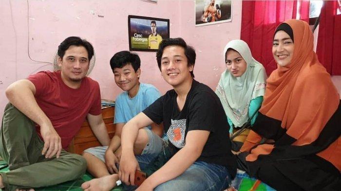 Faiz Tukang Ojek Pengkolan Ungkap Rasa Rindu Kumpul Bareng Abi Umi dan 2 Adiknya, Hana dan Fadhil
