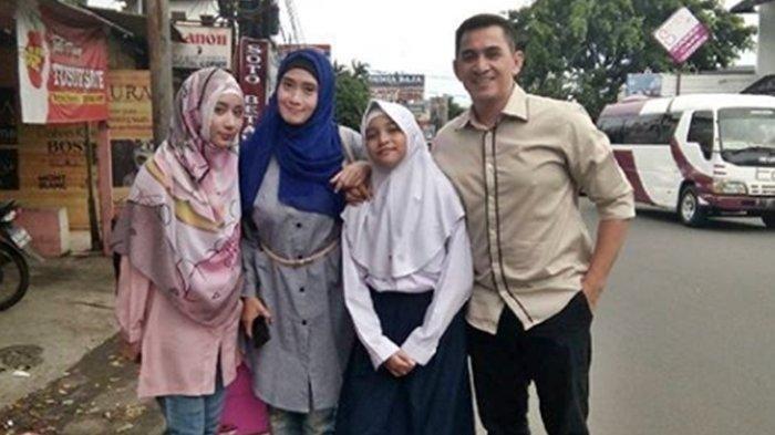 Keluarga Pak Firman di Tukang Ojek Pengkolan