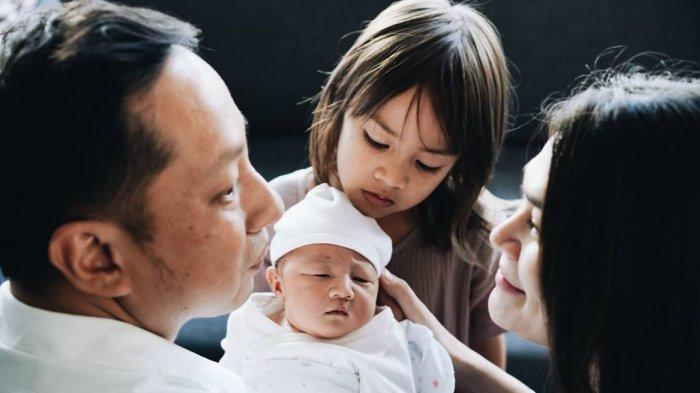 Bahagia Anak Kedua Lahir, Sabai Morscheck Ceritakan Perbedaan Kelahiran Bjorka dan Curtis