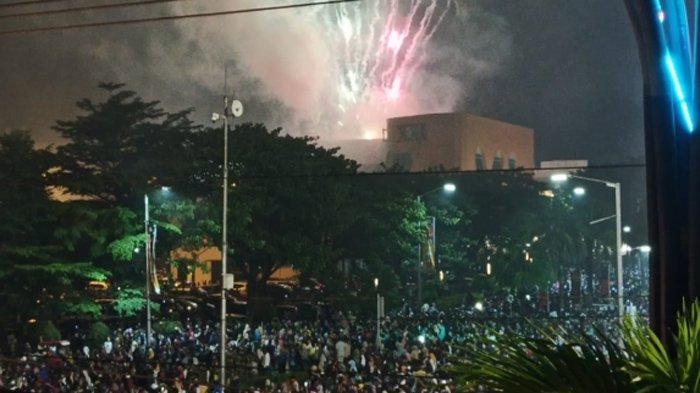 Pesta Kembang Api di Solo Baru Rayakan Tahun Baru 2020, Lalu Lintas Lumpuh