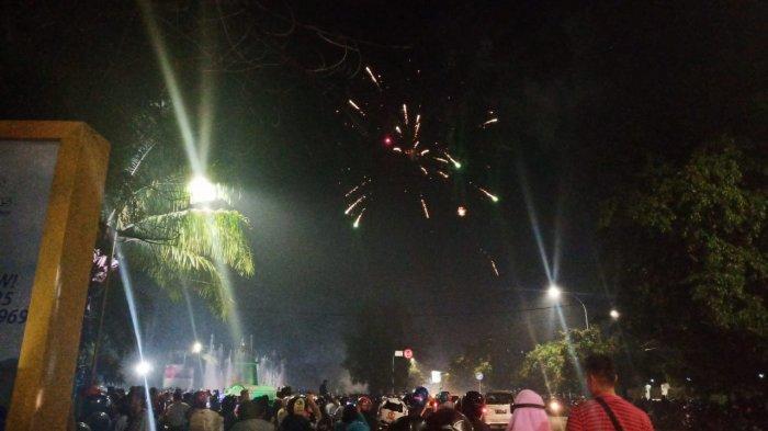 Imbauan Wali Kota Solo Rudy Tak Didengar, Ada Warga yang Tetap Nyalakan Kembang Api di Plasa Manahan