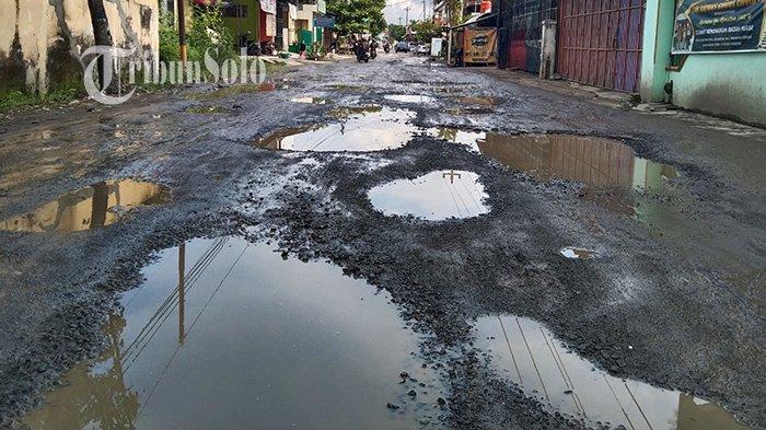 Jalan Rusak di Telukan Sukoharjo Diperbaiki Bulan Depan: Sekalian Betonisasi Agar Lebih Kuat