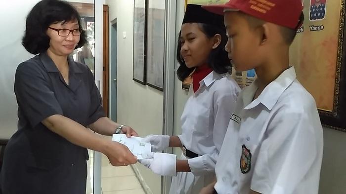 Kepala SD di Solo Ini Bangga Siswanya Terima Dana Pendidikan dari Gramedia