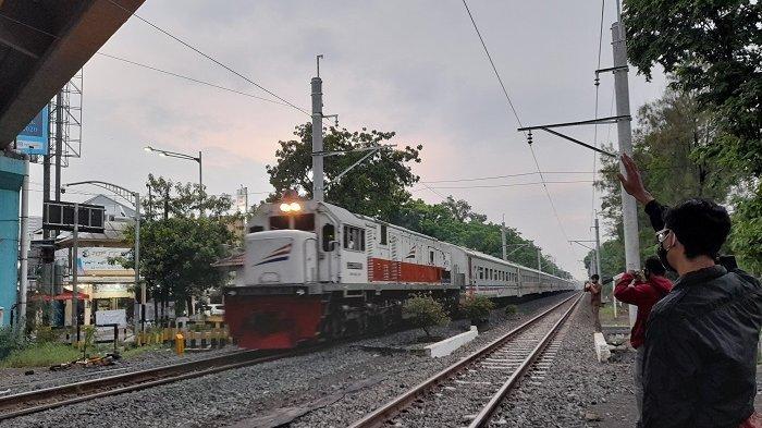 Om Telolet Om Versi Kereta Api, Hiburan Beberapa Pemuda Kota Solo Di Saat Kereta Melintas