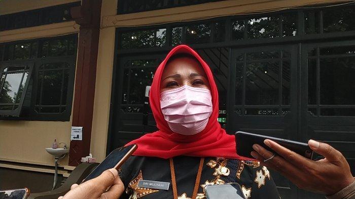 SK Belum Turun, Bupati Sri Mulyani Tak Ambil Pusing, Ngaku Bakal 'Ngarit' Pakan Kambing saat Pensiun