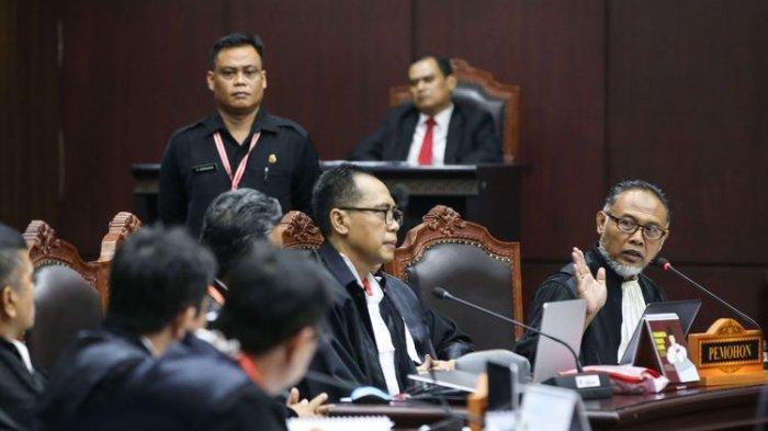 Inilah 15 Tuntutan yang Diajukan Tim Hukum Prabowo-Sandi di Depan Hakim MK