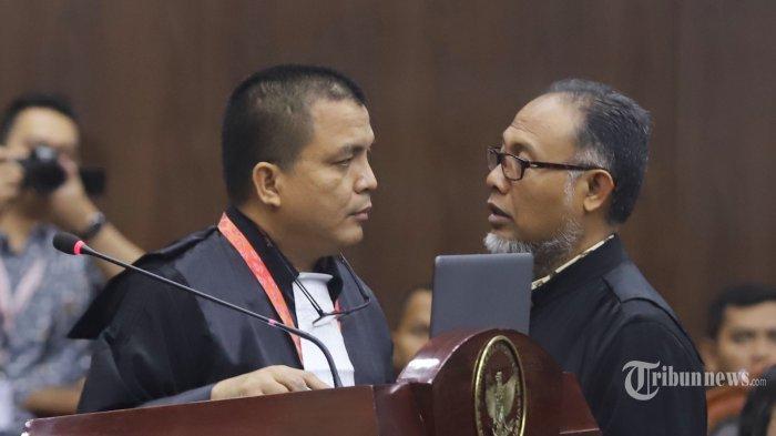 Pergoki Pria yang Foto Barang Bukti tanpa Izin, Bambang Widjojanto: Get Out Please, Respect The Law