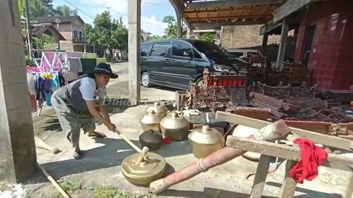 Alasan Dalang di Boyolali Hancurkan Gamelan & Gong dengan Palu : Protes Kepada Pemerintah