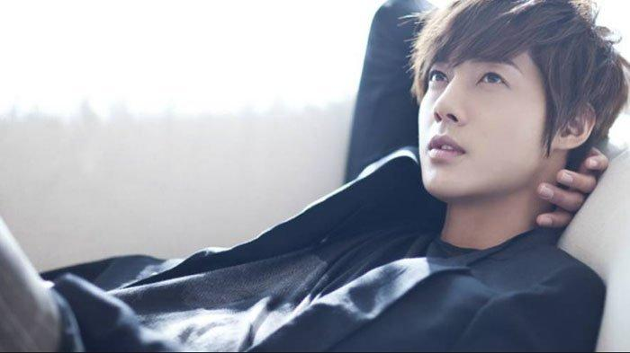 Viral Video Aksi Kim Hyun Joong Selamatkan Nyawa Seorang Pria, Agensi Sebut Itu Hal Lumrah