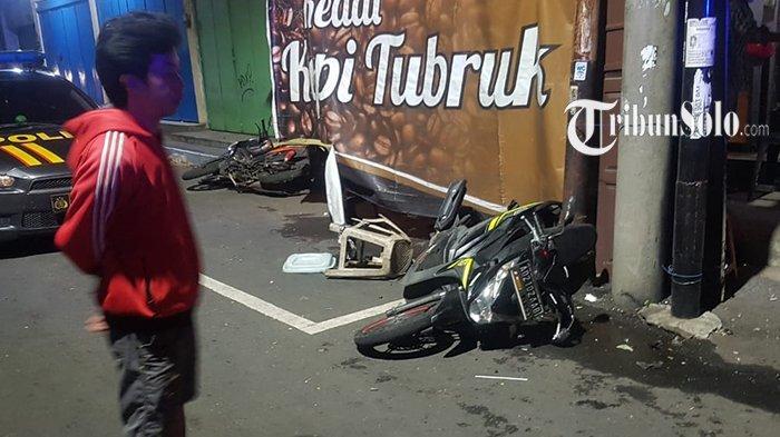 Mobil Mazda CX-5 Gasak Angkringan dan 2 Motor di Nonongan Solo, Polisi: Berakhir Damai
