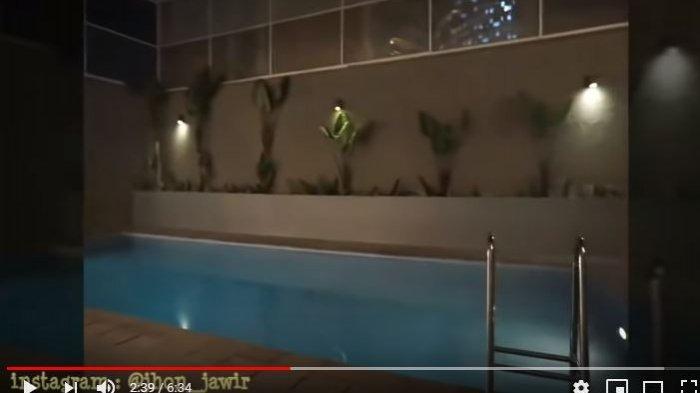 Kolam renang di rumah Tengku Firmansyah dan Cindy Fatikasari