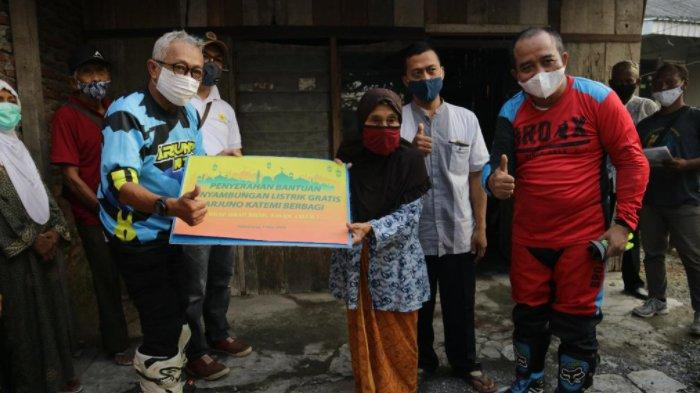 Komunitas Motor Trail Arjuno Katemi Beri Sambungan Listrik Gratis ke Masyarakat Tak Mampu