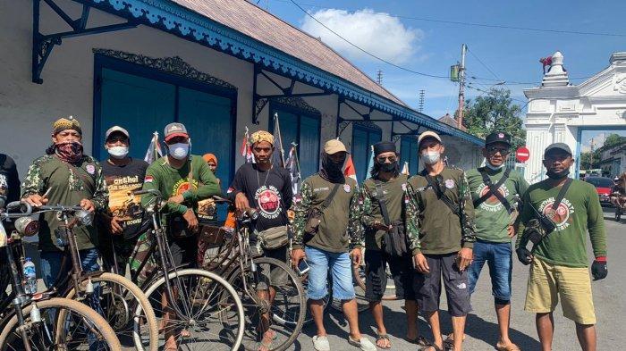Tempuh 275 Km ke Surabaya, Komunitas Pesepeda Onthel Sukoharjo Habiskan 2 Hari 2 Malam Perjalanan