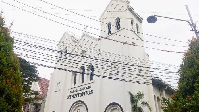 Sambut New Normal, Gereja di Solo ini Terapkan Jaga Jarak Saat Misa, Satu Bangku Maksimal 3 Orang