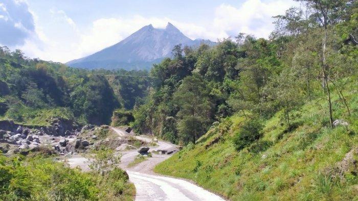 Penampakan Gunung Merapi di Kaliworo, Desa Siderejo, Kecamatan Kemalang, Klaten