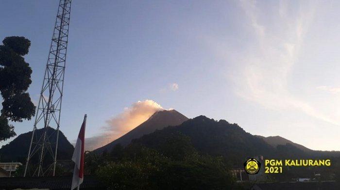 Kondisi Gunung Merapi pada pagi hari dari kawasan Kaliurang, Rabu (14/4/2021).
