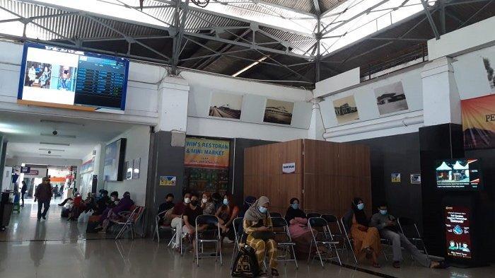 Hindari Larangan Mudik 6-17 Mei 2021, Puluhan Pemudik Ubah Jadwal Kereta di Stasiun Solo Balapan