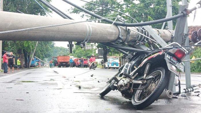 Tips Aman Naik Motor saat Terjadi Angin Kencang, Perhatikan Pohon hingga Baliho Sekeliling Anda