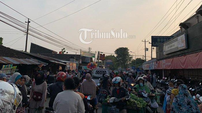Pasar Gagan Boyolali Membludak Pagi Ini, Masyarakat Berjubel Buru Kebutuhan Pokok Jelang Lebaran