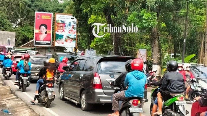 Arus Balik Wisatawan di Karanganyar, Ada Penumpukan Kendaraan di Pertigaan Karangpandan