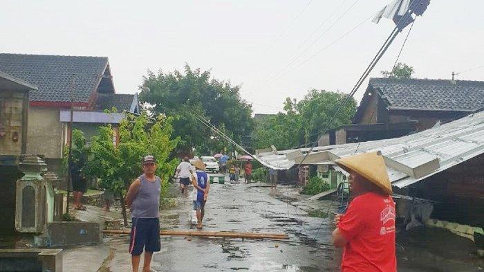 'Allahu Akbar', Teriakan Warga Terdengar SaksikanPuting Beliung, Porak-porandakan Tuban Karanganyar