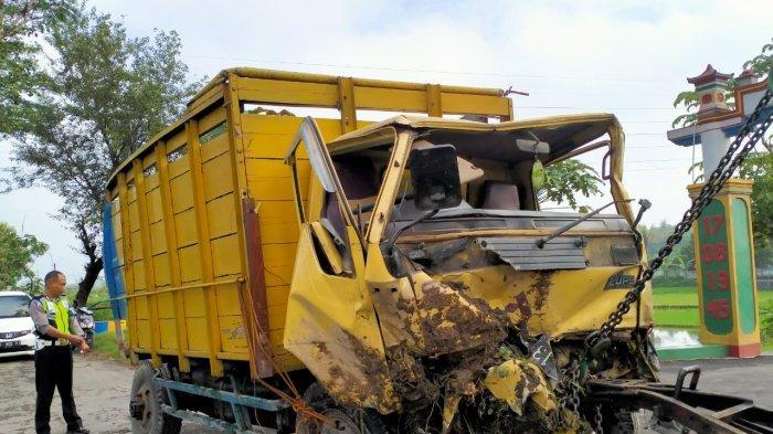 BREAKING NEWS: Terjebak di Lintasan Rel Klaten, Truk Dihantam Kereta, Sopir Berhasil Selamatkan Diri