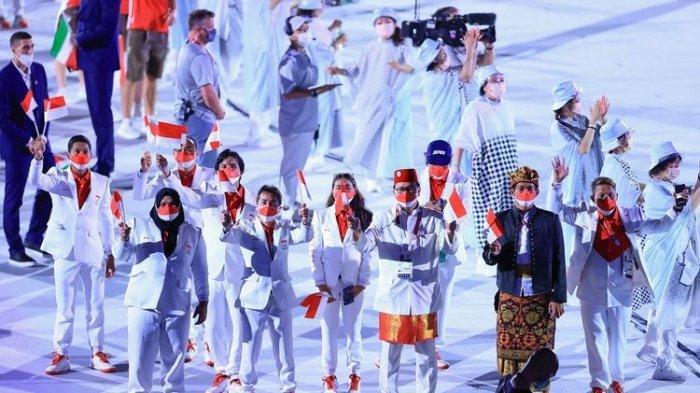 Kontingan Indonesia dalam Upacara Pembukaan Olimpiade Tokyo 2020 di Olympic Stadium, Jepang, pada Jumat (23/7/2021) malam WIB