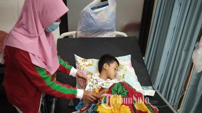Kisah Korban Keracunan Massal di Karangpandan, Gemini Takut Lihat Anaknya Menggigil dan Diare