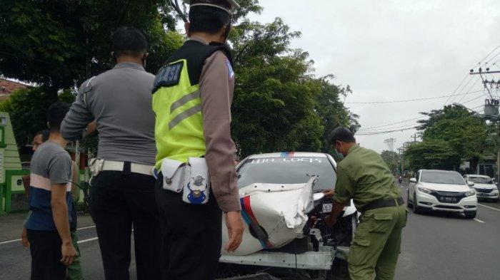 BREAKING NEWS: Kecelakaan Beruntun di Banyuanyar Solo, Libatkan 3 Mobil dan 1 Truk