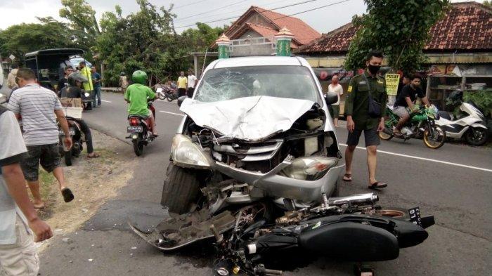 Avanza VS Satria FU di Klaten: Kendaraan Rusak Parah, Pengendara Motor Alami Patah Tulang