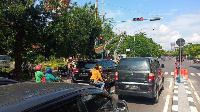 Lampu Merah di Manahan Solo yang Sempat Jadi Lokasi Kecelakaan Mobil Nangkring di Median Diaktifkan
