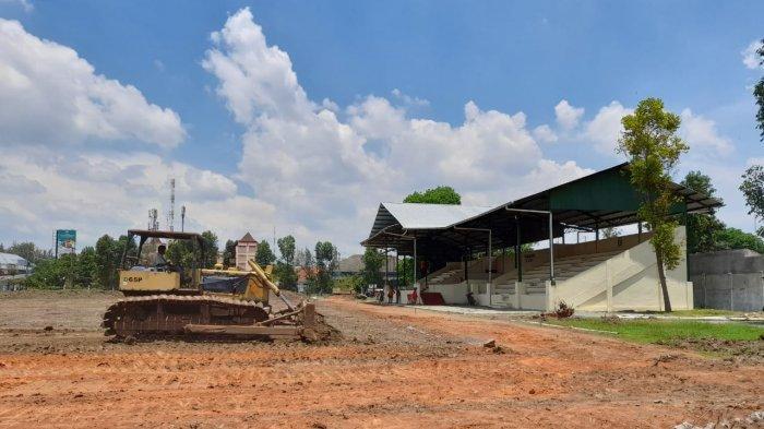 Lapangan Kota Barat di Renovasi, Kamis (5/11/2020)