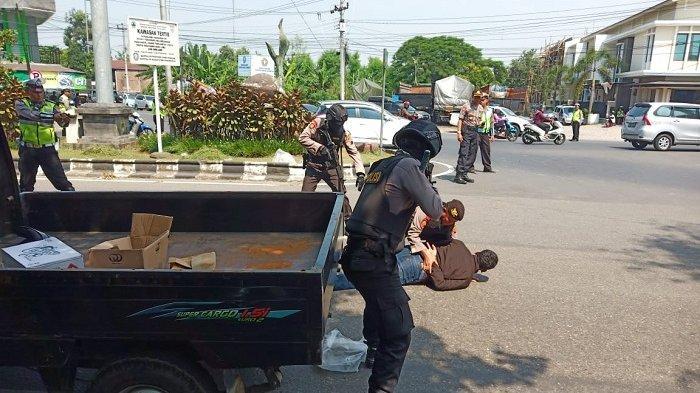 Polres Sukoharjo Gandeng TNI dan Satpol PP Gelar Latihan Sispamkot di Tanjung Anom