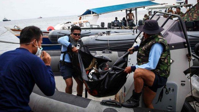 Penyelam Kopaska Hari Ini Fokus Evakuasi Jenazah Korban Lion Air Air JT 610 di Perairan Karawang
