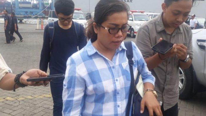 Istri Korban Lion Air  JT 610 Asal Tapanuli Ini Datangi Posko Basarnas untuk Cari Barang Suaminya
