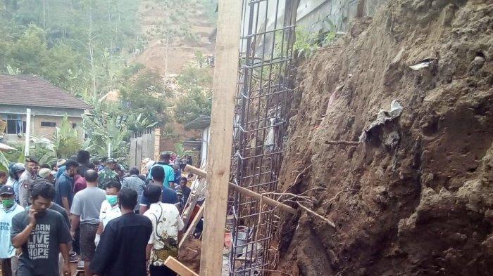 BREAKINGNEWS: Talut di Desa Kemuning Karanganyar Longsor, Satu Orang Tewas Empat Lainnya Luka-luka