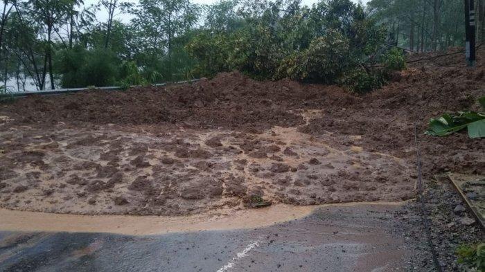 Sempat Tertimbun Longsor saat Hujan Deras, Jalur Wonosobo-Banjarnegara Sudah Bisa Dilewati Wisatawan