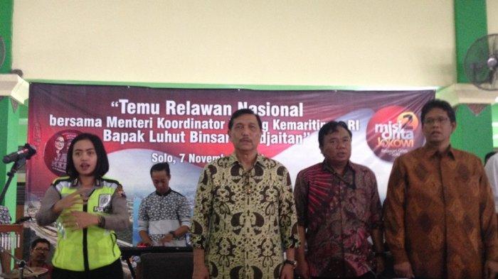 Sebelum Hadiri Pernikahan Kahiyang, Ribuan Relawan Jokowi Terima Pembekalan dari Menteri Luhut