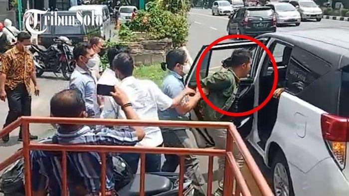 Alasan Polisi Ciduk Mahasiswa UNS Pembawa Poster untuk Jokowi : Sampaikan Pendapat Harus Izin Kami