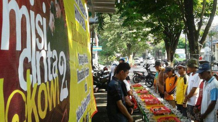 Puluhan Warga Solo Bareng  Makan Jenang Sumsum untuk Syukuri Pernikahan Kahiyang-Bobby