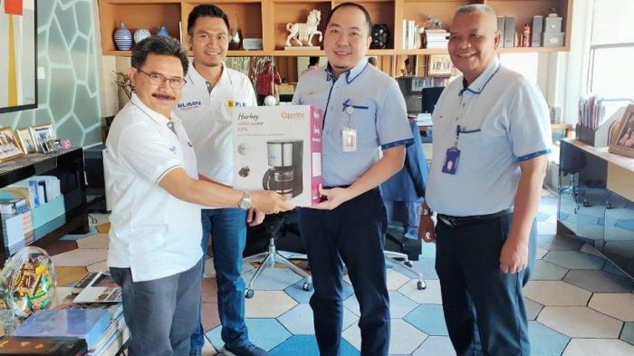Peringati Hari Pelanggan Nasional, PLN UP3 Sukoharjo Kunjungi Sejumlah Pelanggan