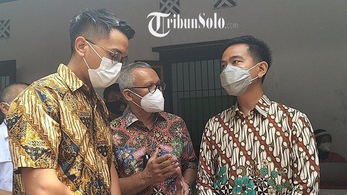 Pantau Vaksinasi Covid-19, Gibran Didampingi Calon Raja Pura Mangkunegaran Bhre Cakrahutomo