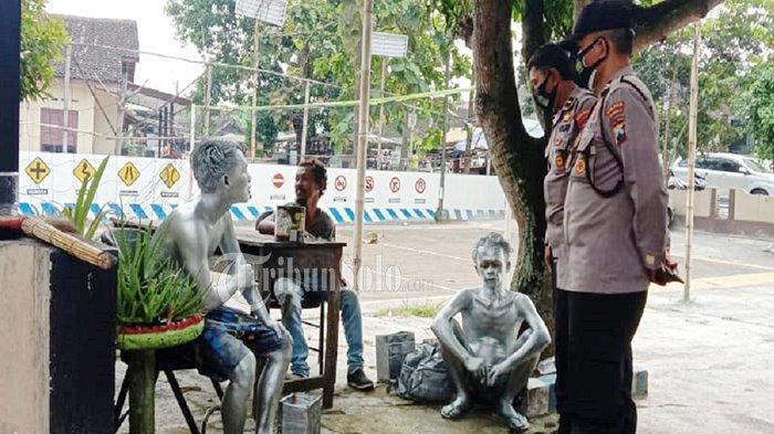 Nasib 'Manusia Silver' Diamankan Polisi Sukoharjo, Tertunduk Lemas & Diminta Bikin Surat Pernyataan