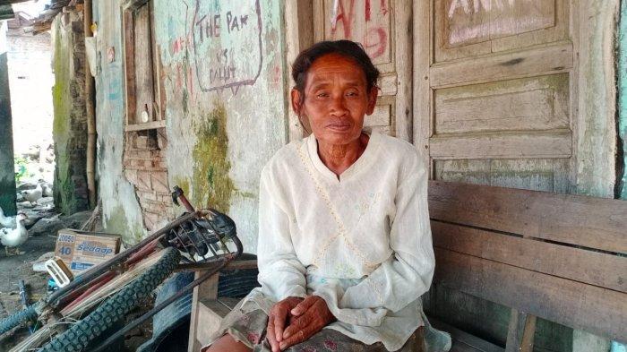 Seorang Ibu Miskin Usia 70 Tahun di Sukoharjo Tinggal Bersama 2 Orang Anak Keterbelakangan